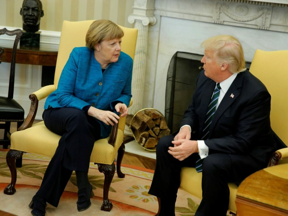 Трамп лично вручил Меркель счет на $375 млрд зарасходы НАТО