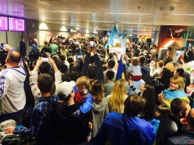 Русских фанатов «Евровидения» непустили встолицу Украины иотправили обратно вМоскву