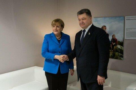 Меркель: перемирия вДонбассе нет, Минские соглашения невыполняются
