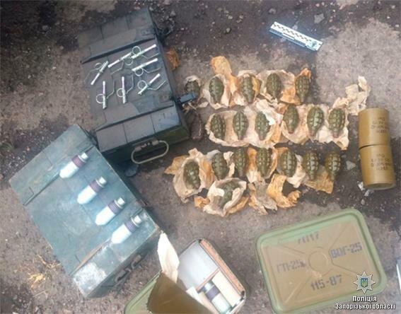 Взапорожской милиции показали как обезвредили ОПГ, торговавшую оружием иззоны АТО