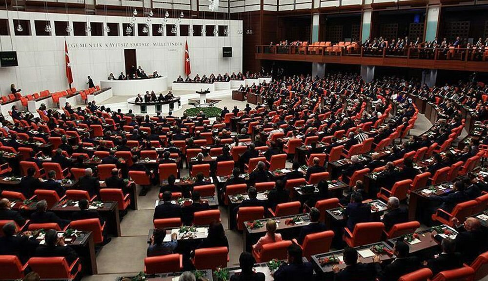 Парламент Турции позволил  расположить  военных вКатаре