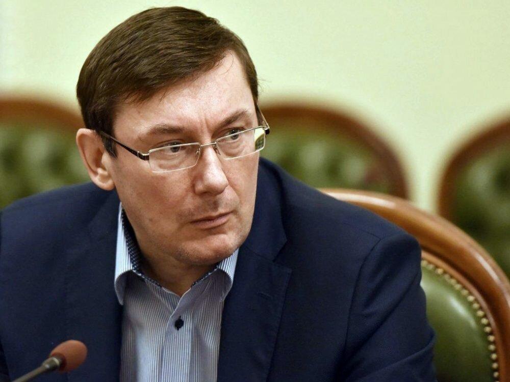 Луценко объявил, что неизвестные обстреляли окна вдомах следователей по«делу налоговиков»