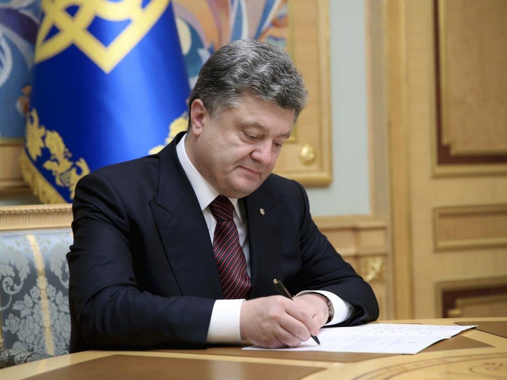 Порошенко подписал закон оботмене штрафов для учреждений, пострадавших отвируса Petya