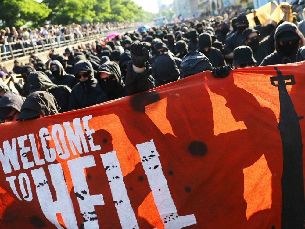 Впроцессе акции протеста «Welcome toHell» вГамбурге произошли беспорядки