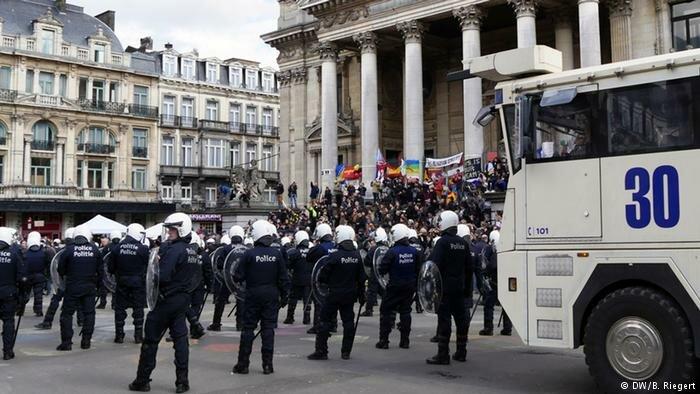ВБрюсселе милиция оцепила один изцентральных кварталов из-за потасовки сирийских беженцев