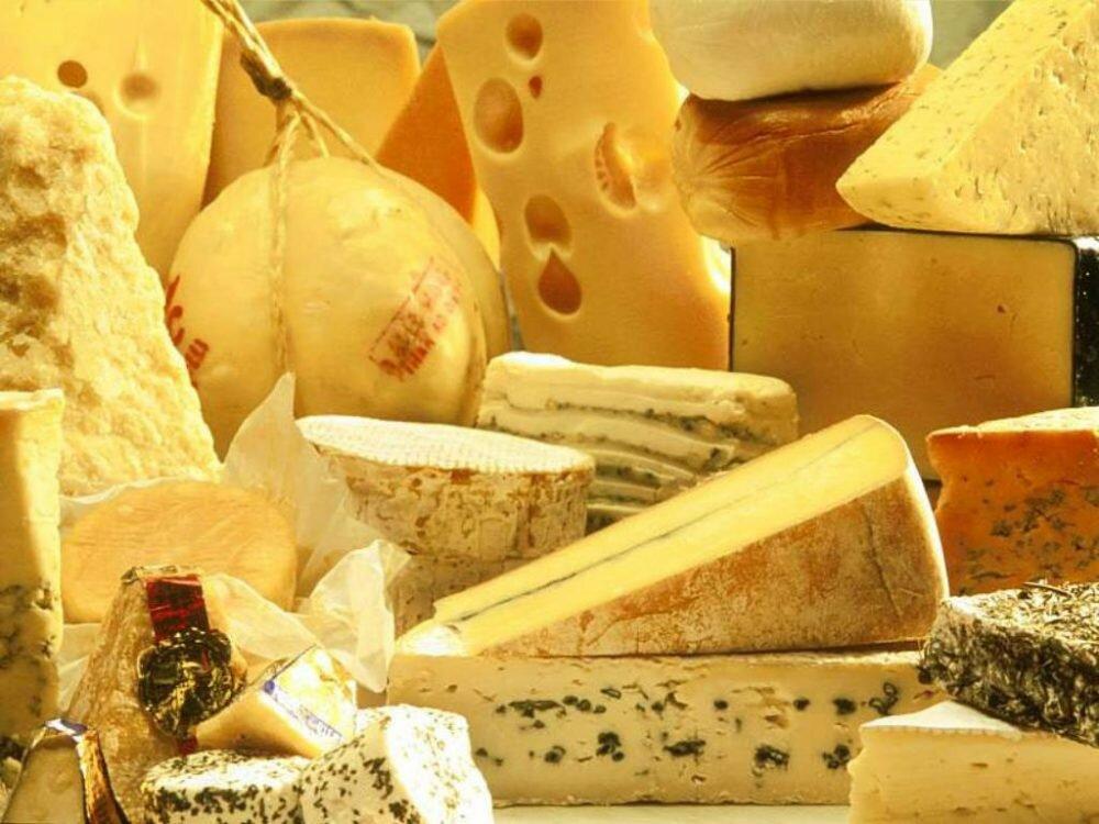 ВКрыму уничтожили полтонны санкционных сыров иколбас