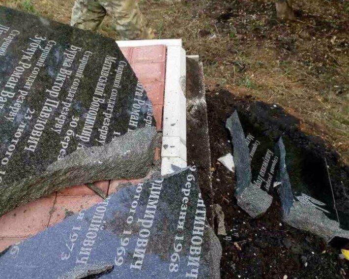 ВДонецкой области разбили монумент погибшим солдатам Нацгвардии
