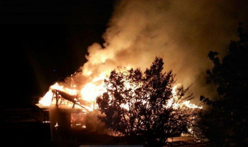 Ночной пожар вКиеве: наДнепре сгорел плавучий ресторан