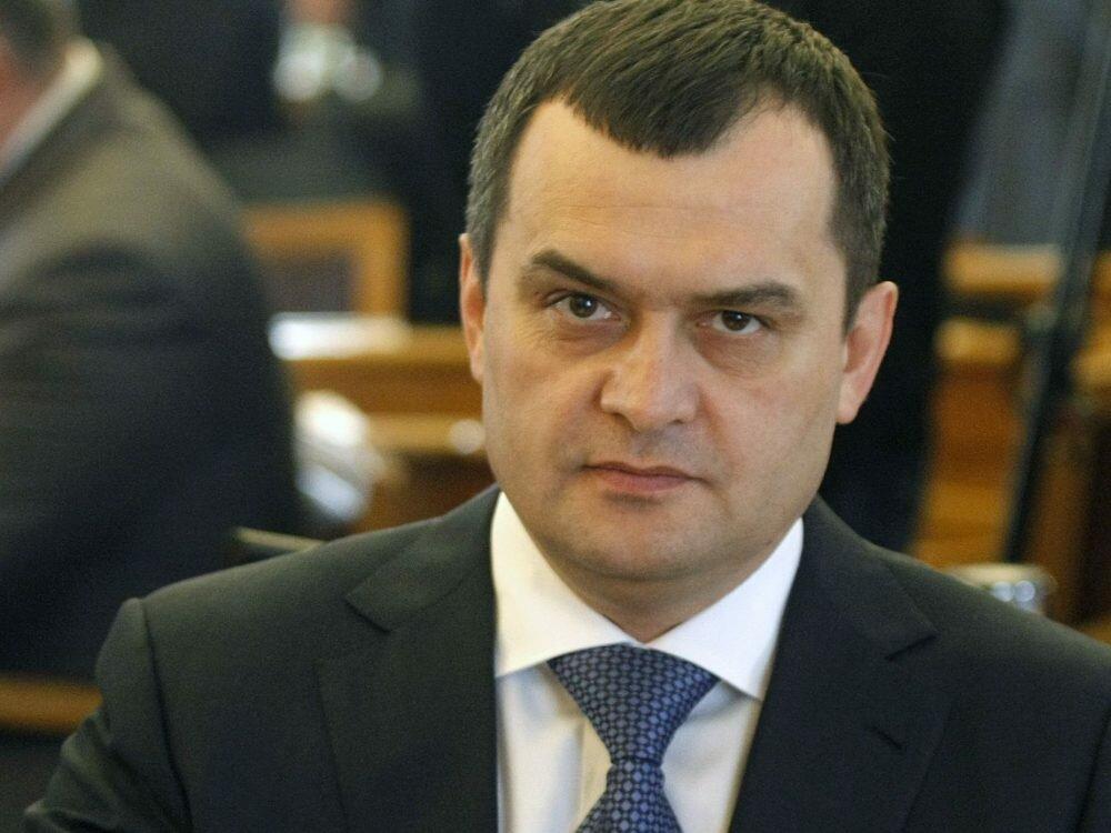 Суд арестовал все имущество прежнего министра МВД Захарченко