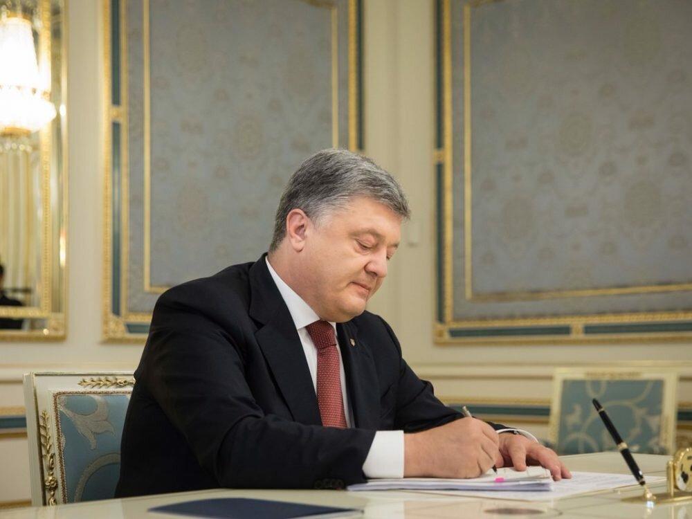 Порошенко увеличил военный бюджет государства Украины практически на1 млрд долларов