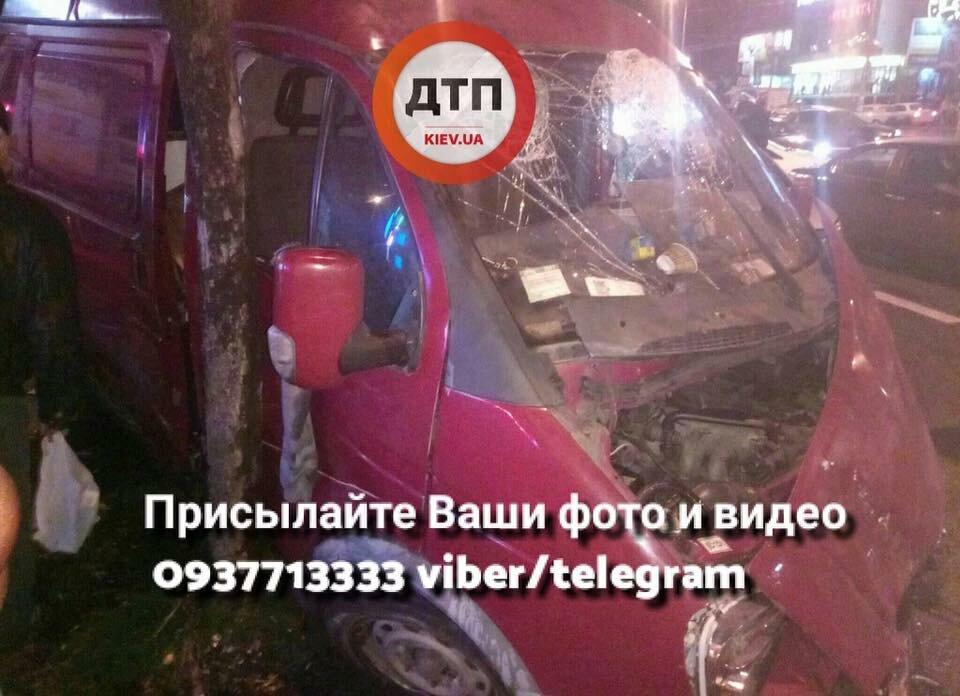 ВКиеве столкнулись маршрутка и 5 авто