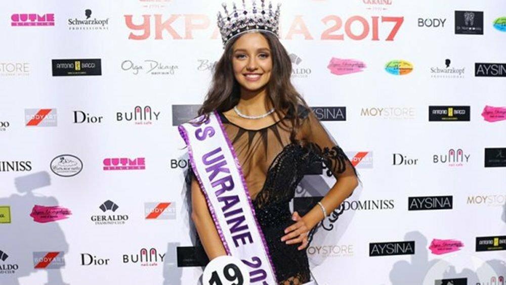 Победительница «Мисс РФ 2017» Полина Попова отправилась покорять мир