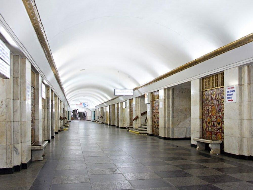 ВКиеве станцию метро Хрещатик закрыли из-за сообщения обомбе