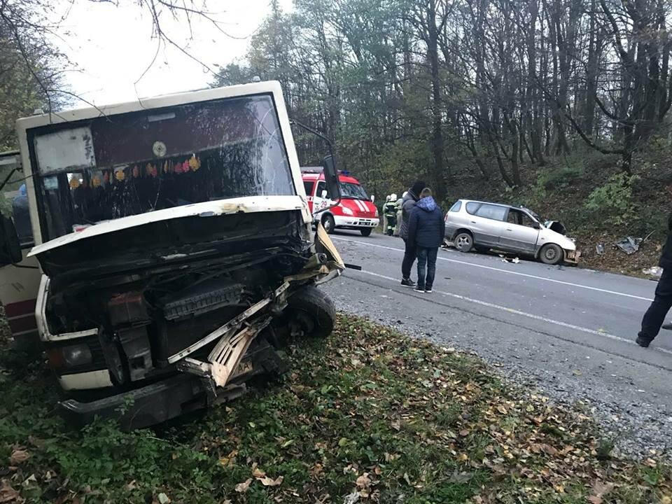 НаЛьвовщине пассажирский автобус столкнулся синомаркой: 7 человек пострадали