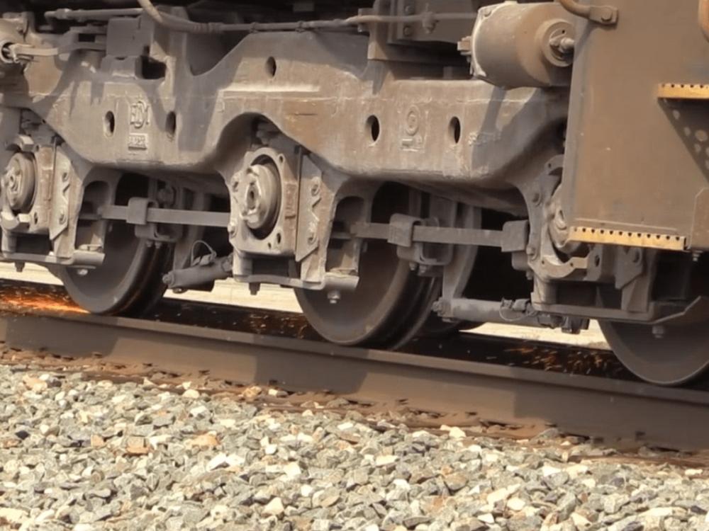ВЛубнах мать потащила ребенка под поезд, где девочка лишилась ступни