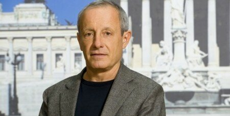 ВАвстрии лидер партии оставляет пост из-за обвинений вдомогательствах