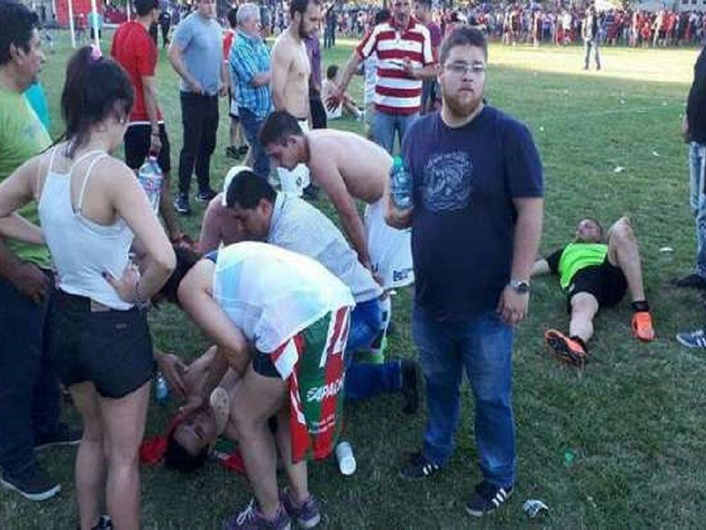 Милиция вАргентине расстреляла футболистов вовремя матча: кошмарные фото раненых