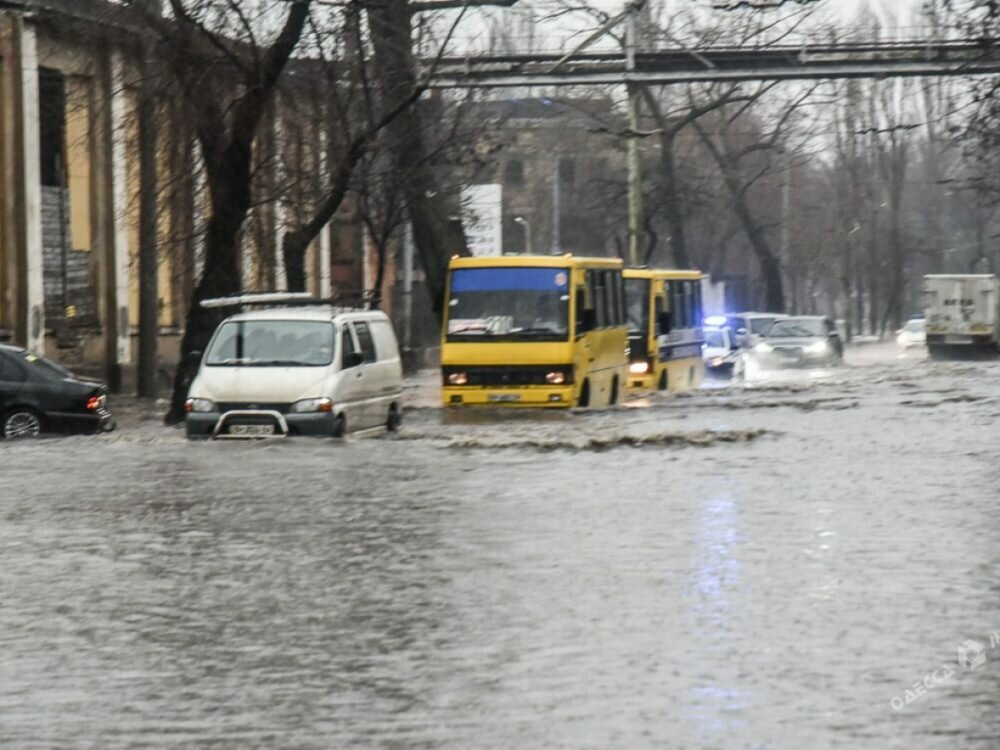 ВОдессе перекрыли улицу Приморскую