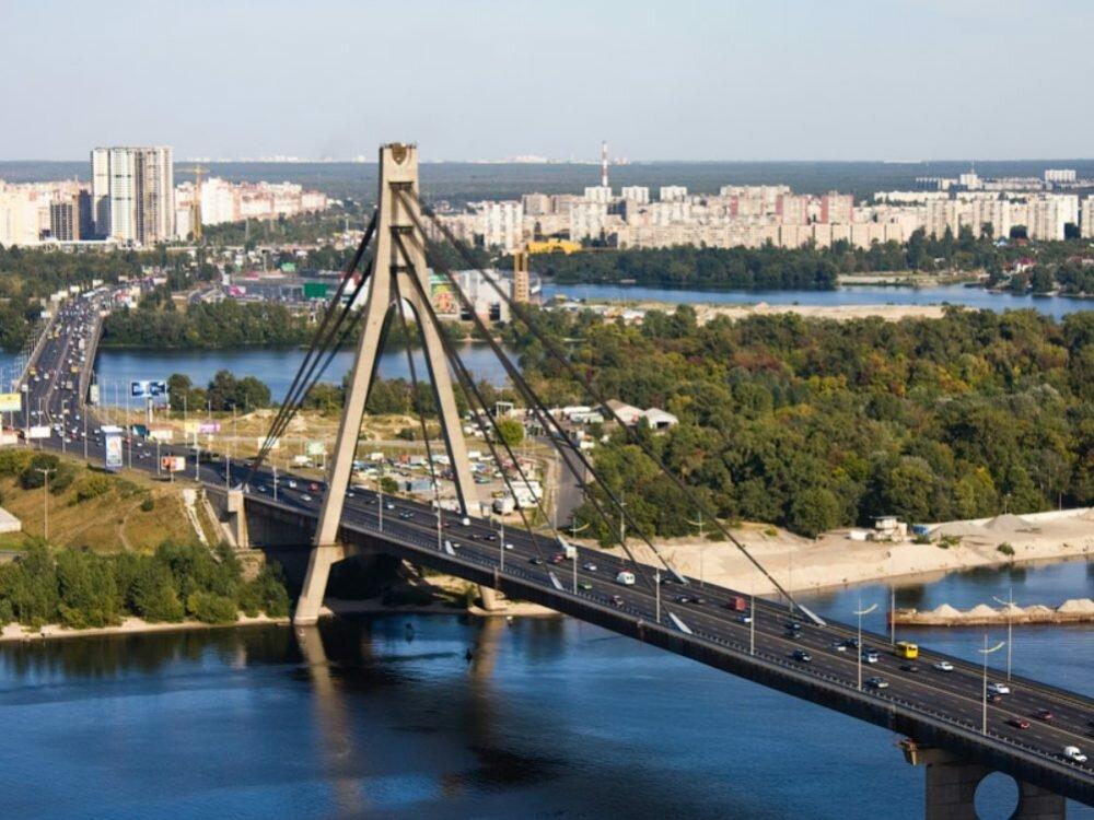 ВКиеве ограничат движение сразу на 3-х мостах