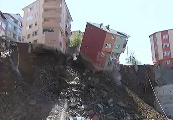 ВСтамбуле из-за оползня рухнул дом