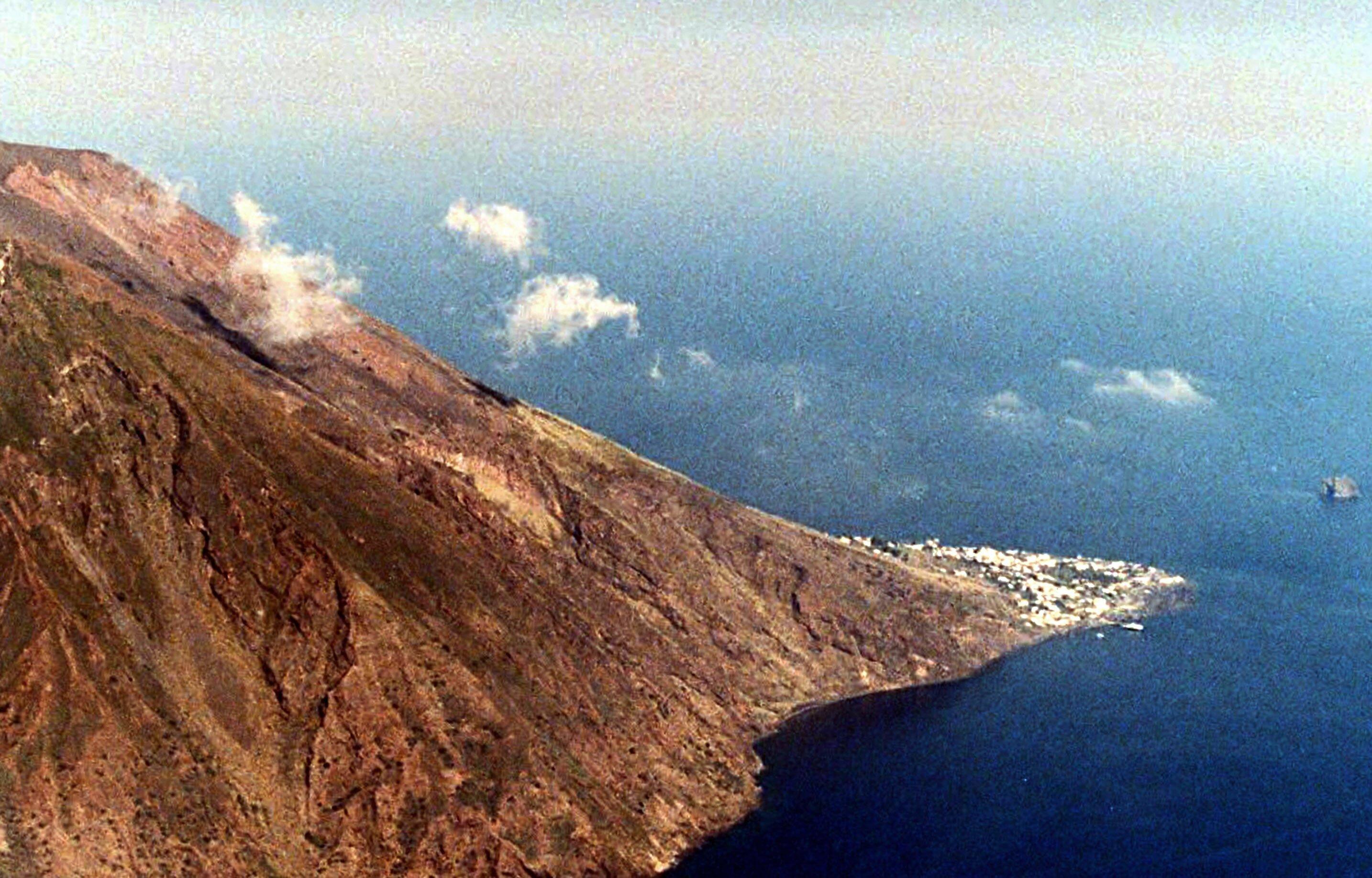 В Италии из-за мощного извержения вулкана погиб минимум один человек
