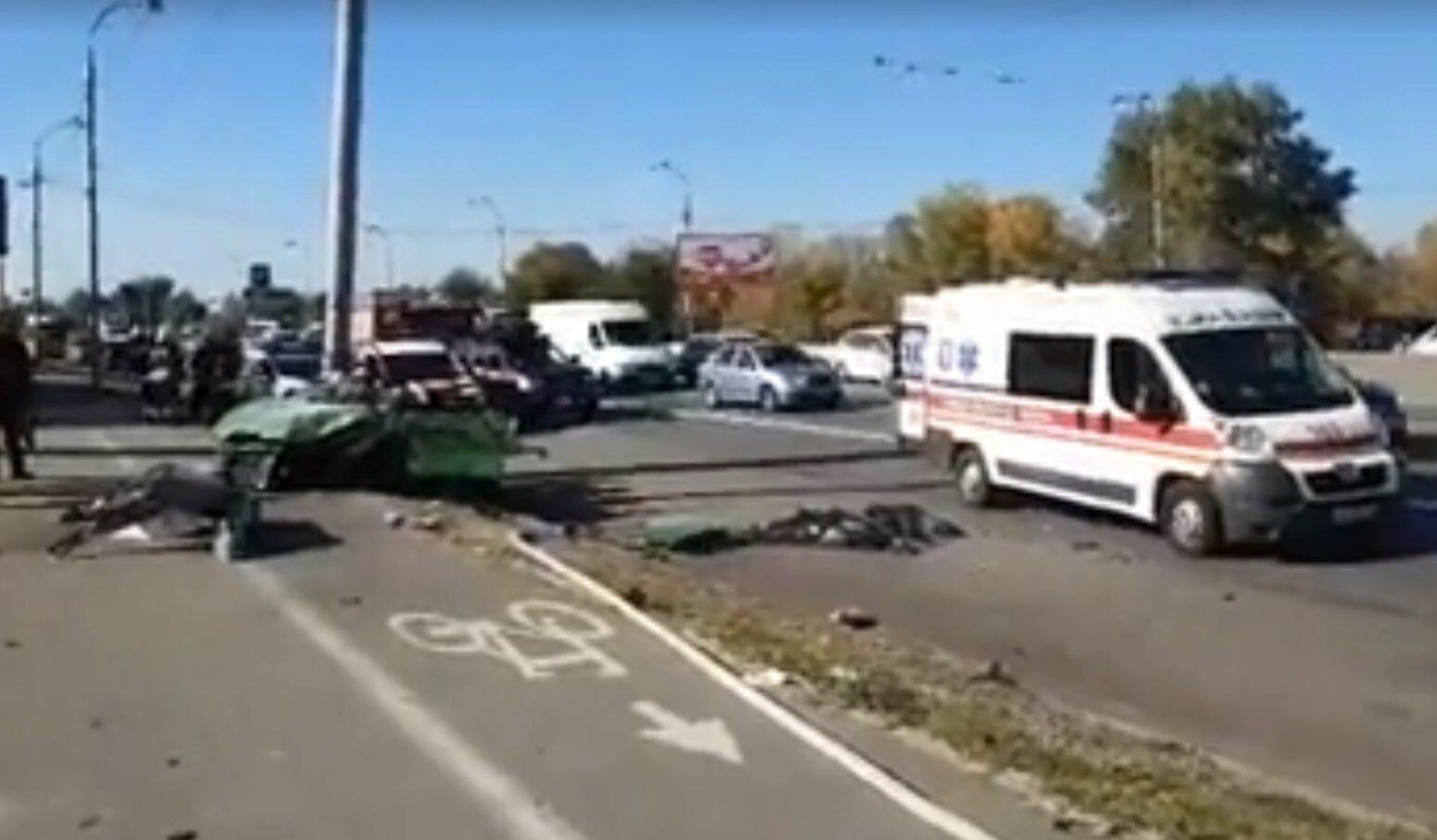 ВКиеве легковушка врезалась встолб: двое погибших, трое вкрайне тяжелом состоянии