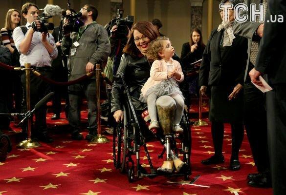 RTVi: ВСША родила действующий сенатор, которая потеряла обе ноги навойне